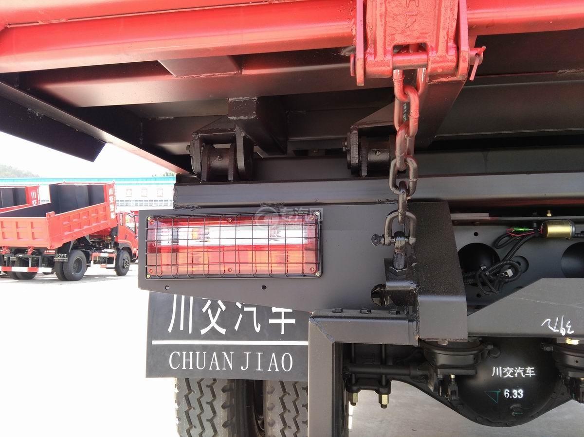 川交蓝牌单桥CJ3041D5AB自卸车车尾灯