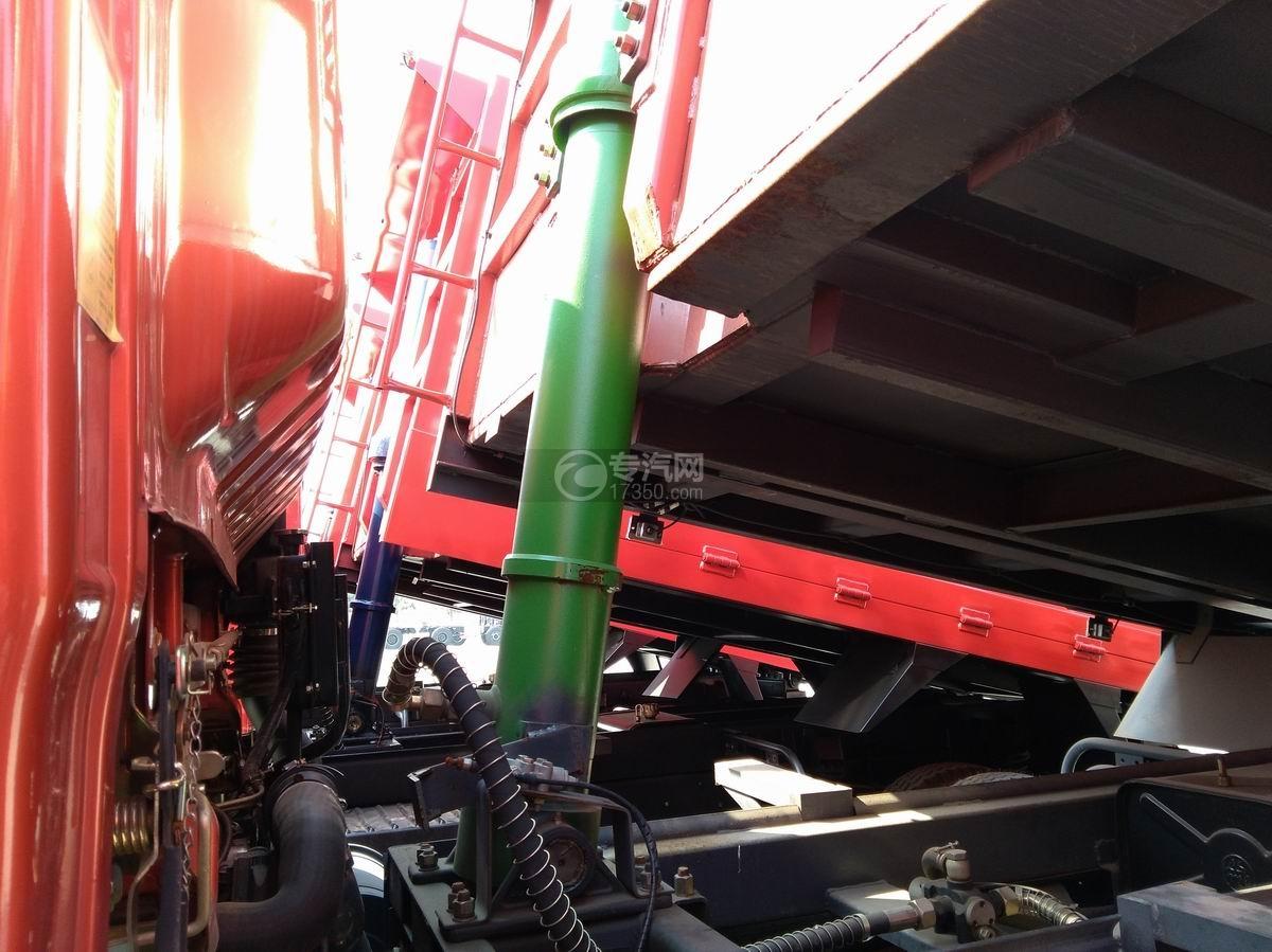 川交蓝牌单桥CJ3041D5AB自卸车液压缸