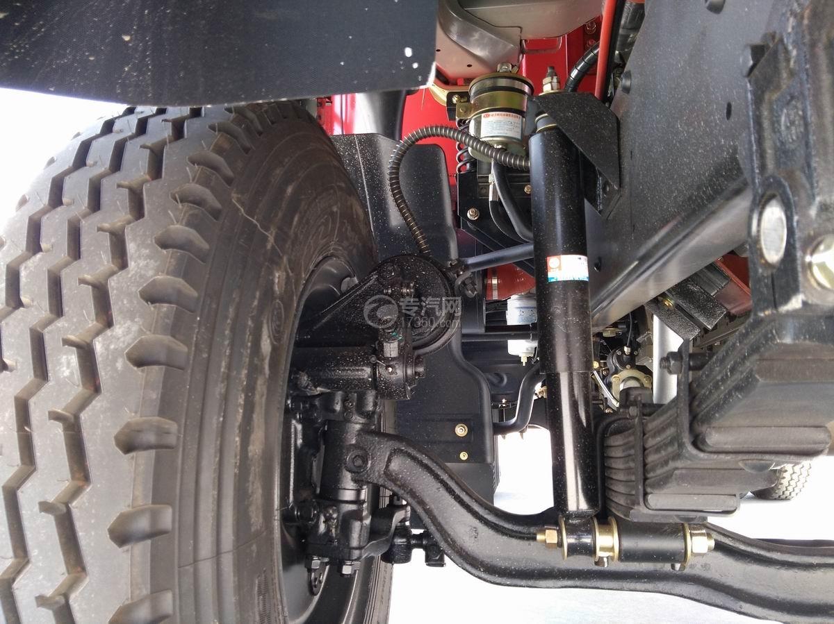 川交蓝牌单桥CJ3041D5AB自卸车底盘轮胎与轴连接处