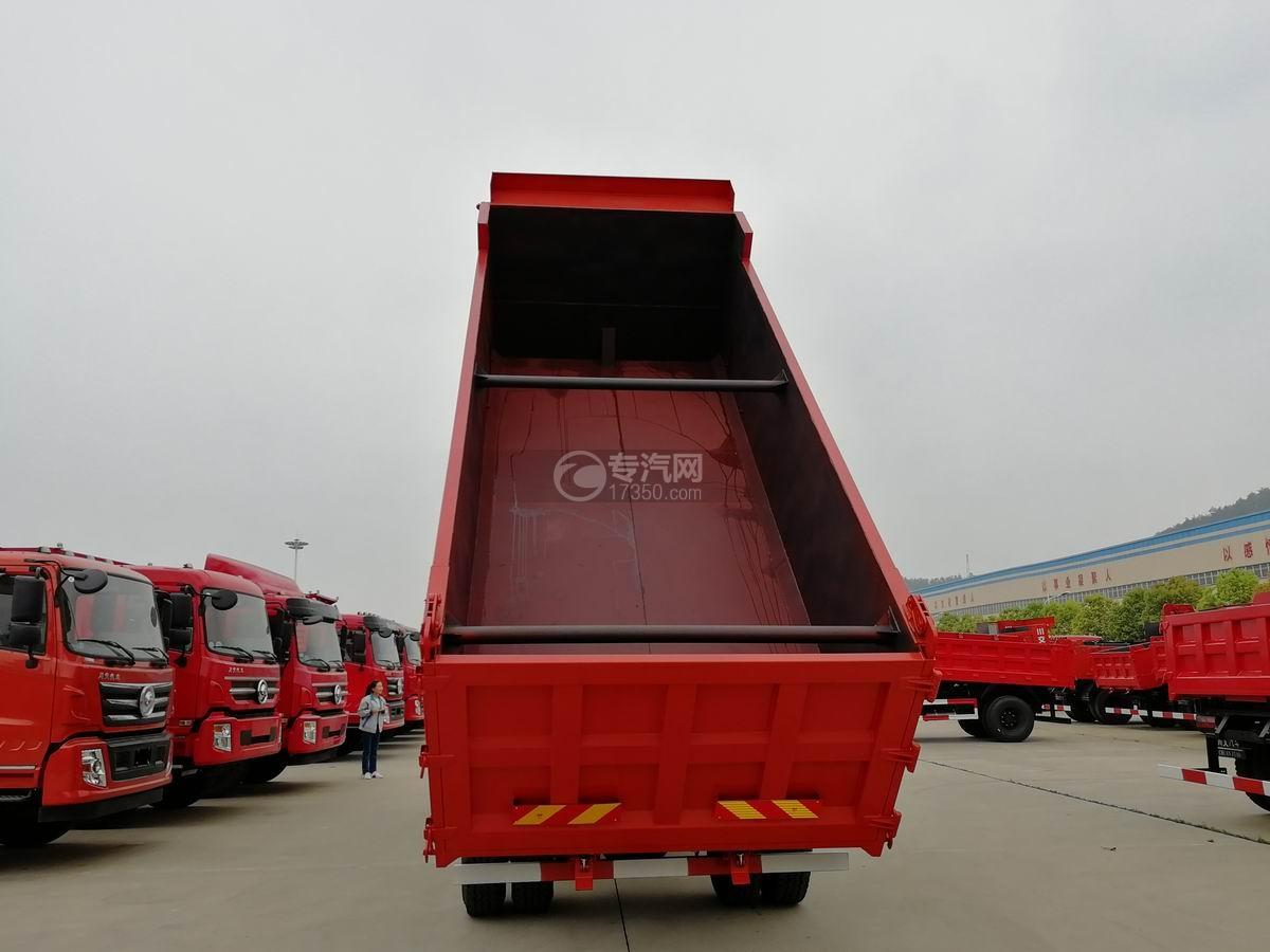 川交前四后四CJ3250D5CC自卸车车厢内部