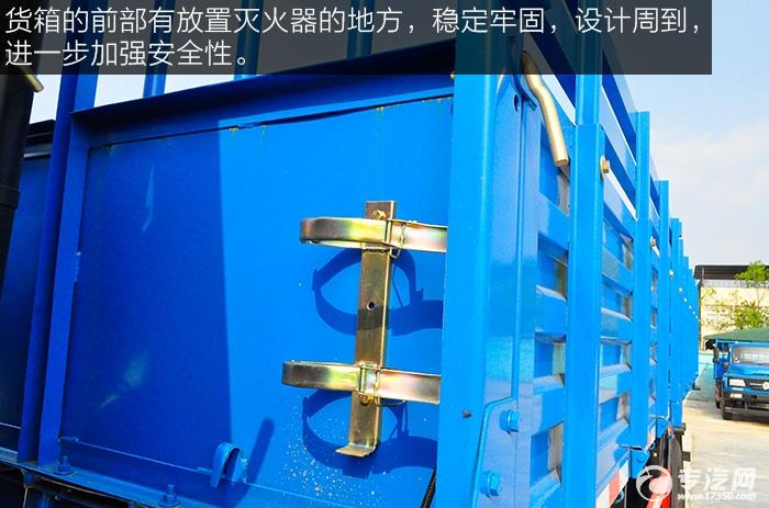 东风平头九米教练车灭火器储放处