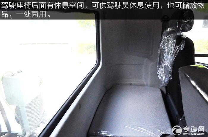 陕汽轩德x6前四后八搅拌车驾驶室内休息空间