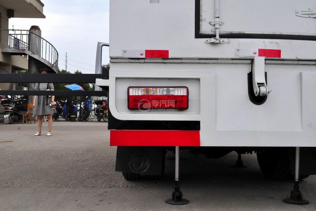 东风多利卡D6双排座舞台车尾灯