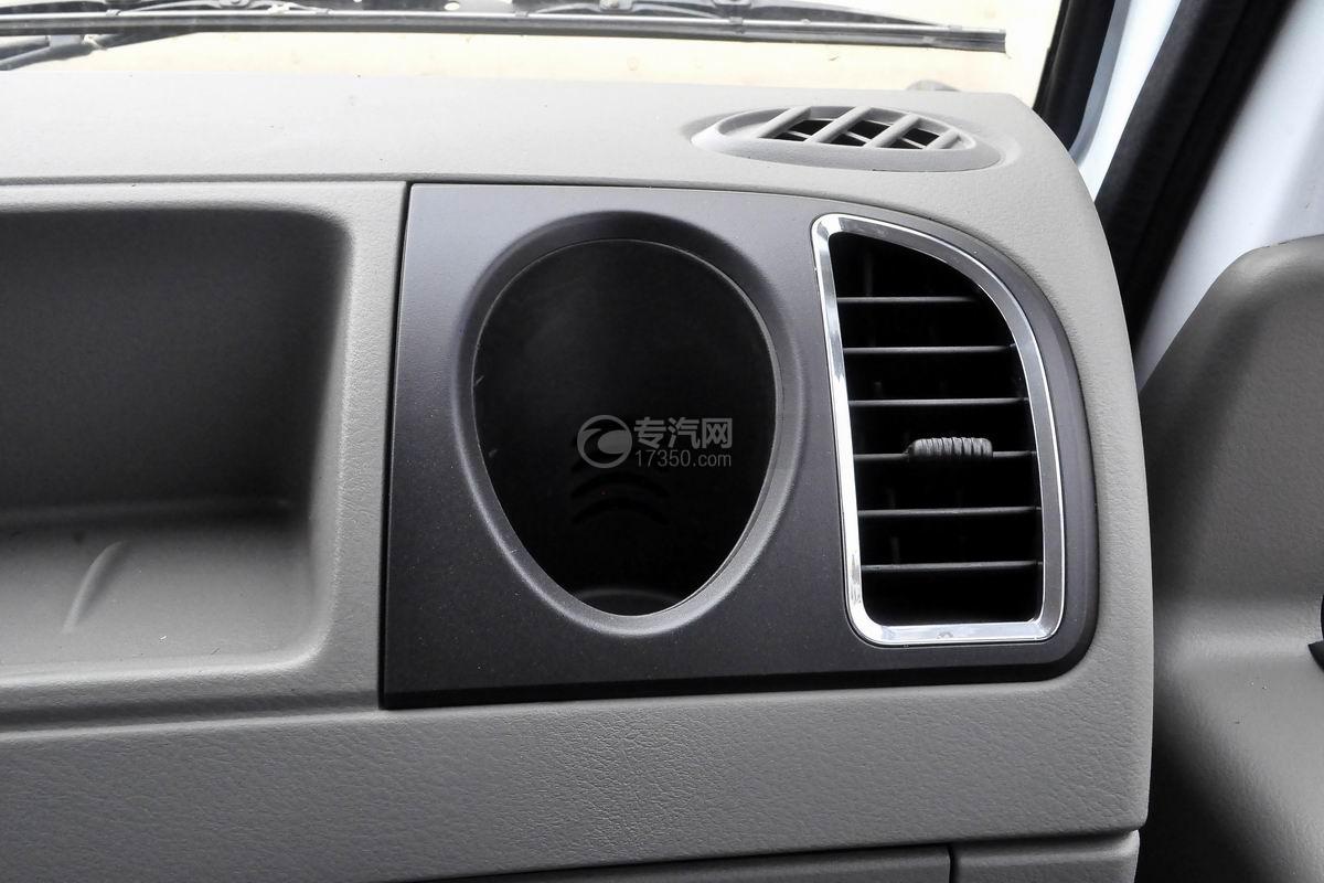 东风多利卡D6双排座舞台车驾驶室烟灰缸和空调排风口
