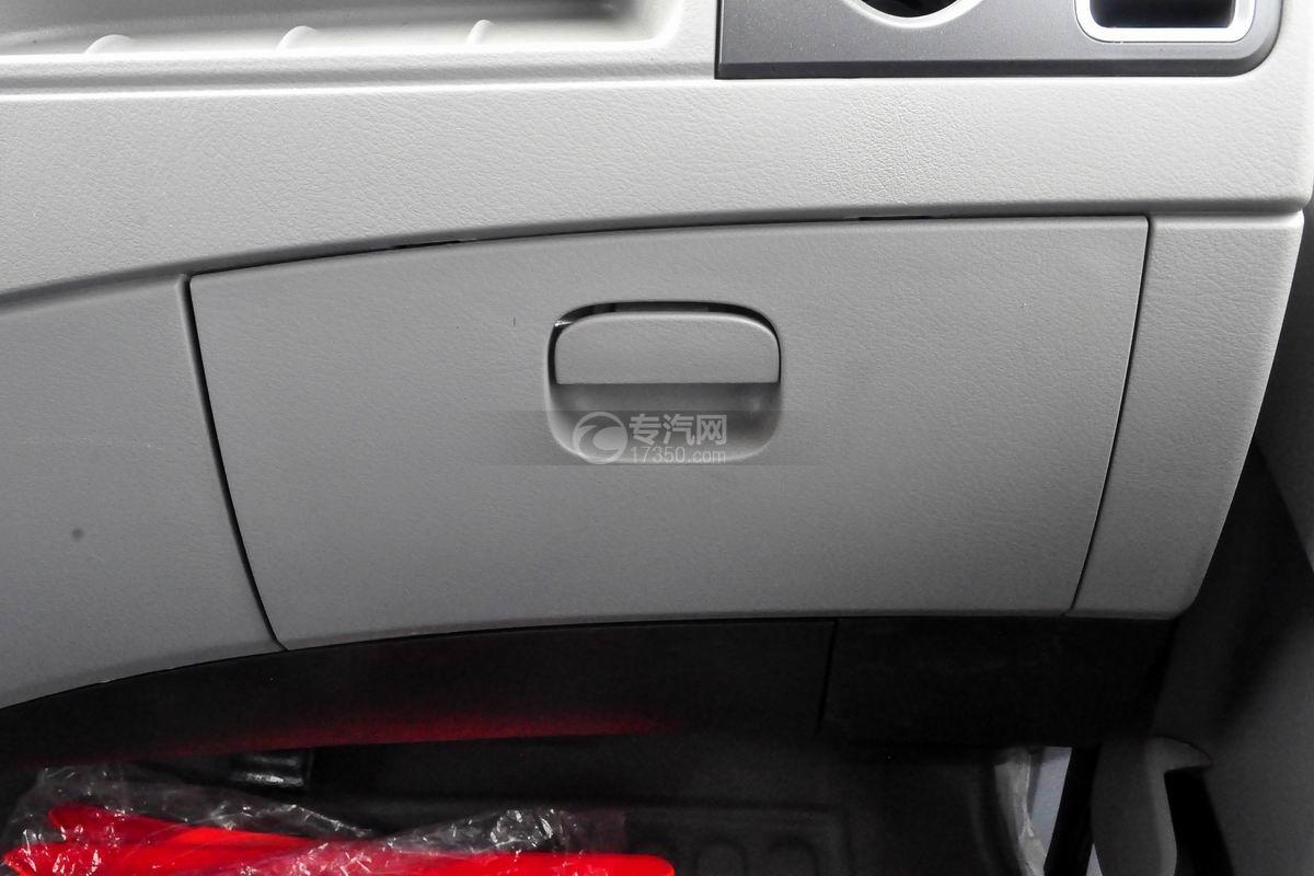 东风多利卡D6双排座舞台车驾驶室储物格