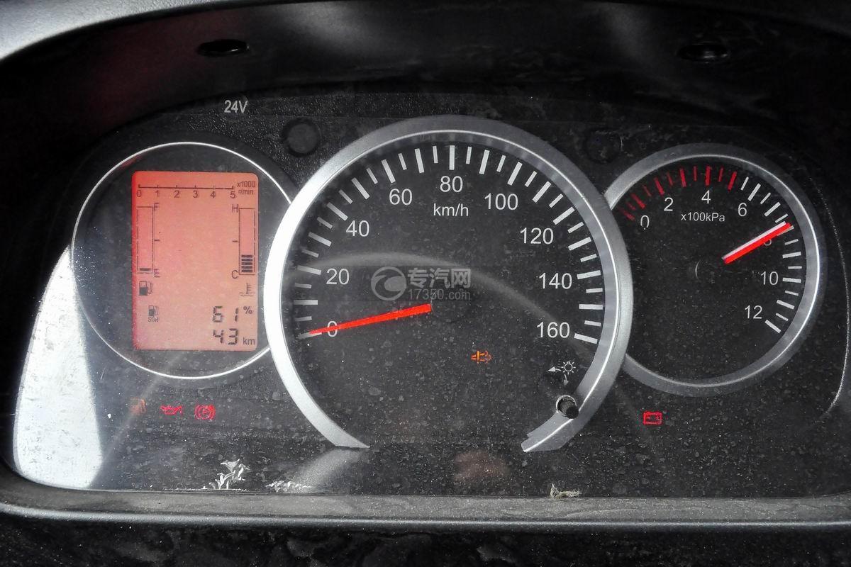 东风多利卡D6双排座舞台车驾驶室仪表盘