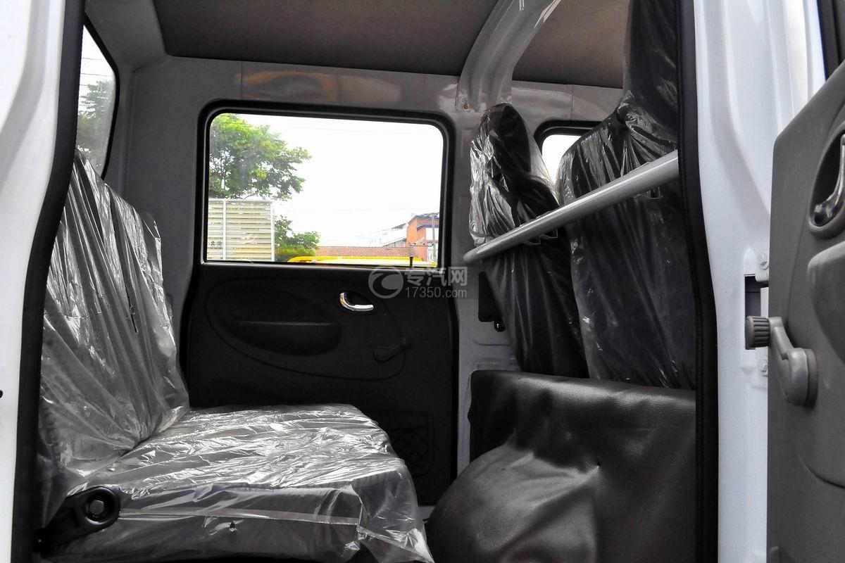 东风多利卡D6双排座舞台车驾驶室后座