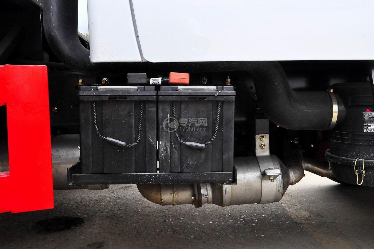 东风多利卡D6双排座舞台车蓄电池