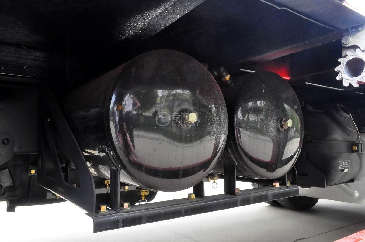 大运奥普力平板运输车储气罐