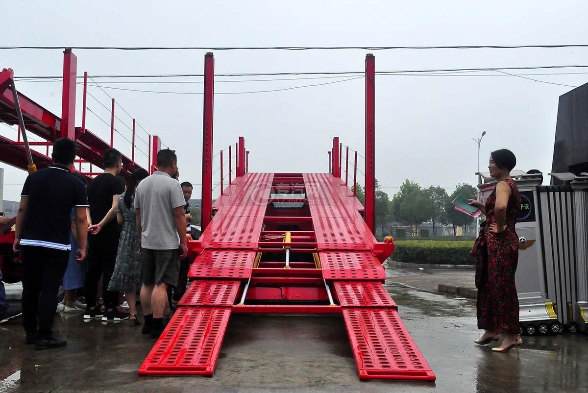 解放J6单桥轿运车正后图