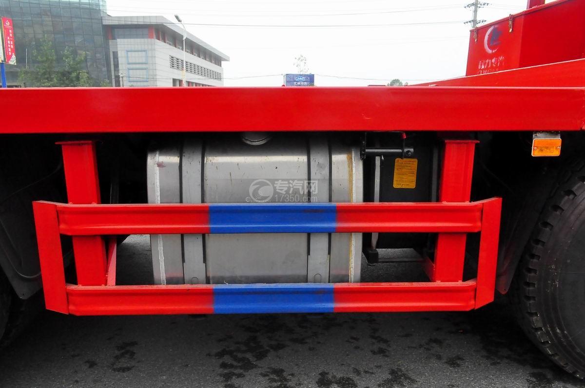 陕汽轩德X6平板运输车油箱