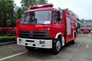 东风153双排水罐消防车图片