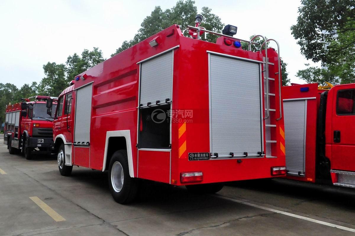 东风153双排水罐消防车后左侧45°图