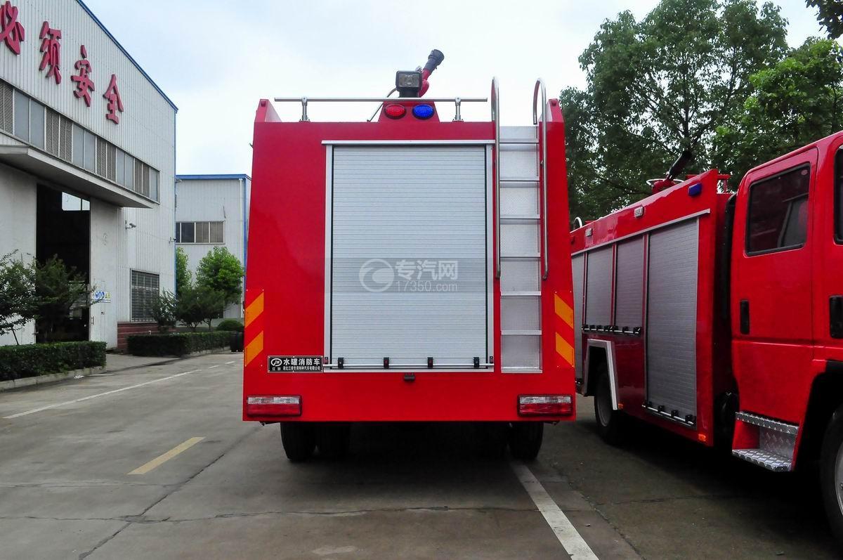 东风153双排水罐消防车正后图