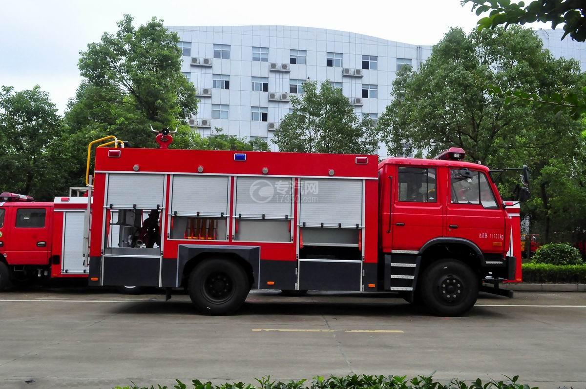 东风153双排水罐消防车右侧图