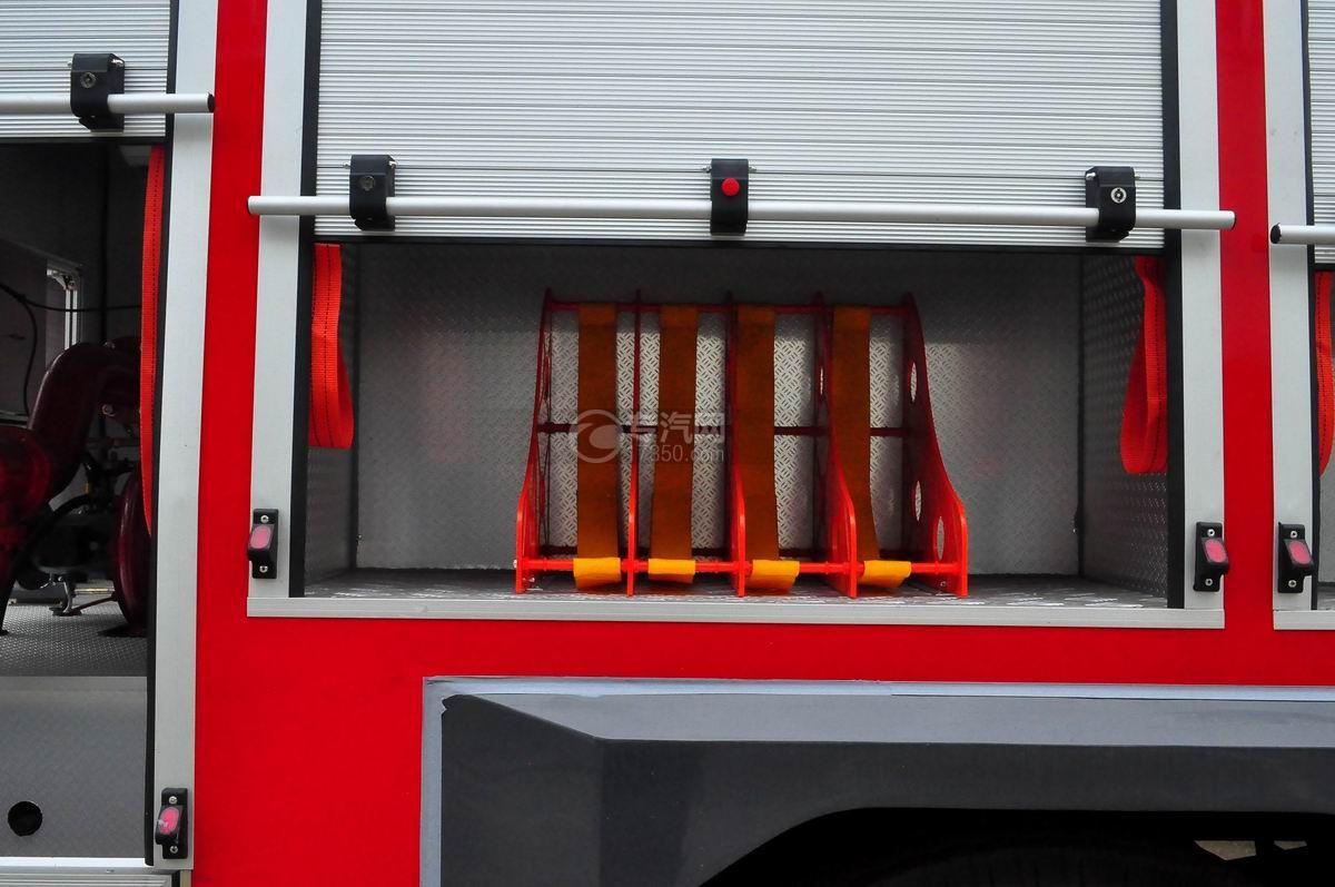 东风153双排水罐消防车工具箱