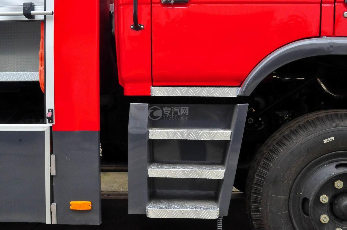 东风153双排水罐消防车后驾驶踏板