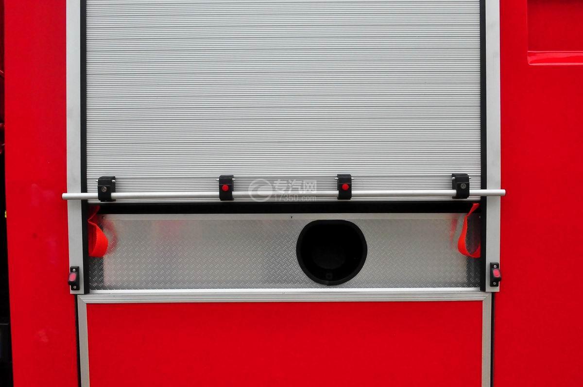 东风153双排水罐消防车消防室