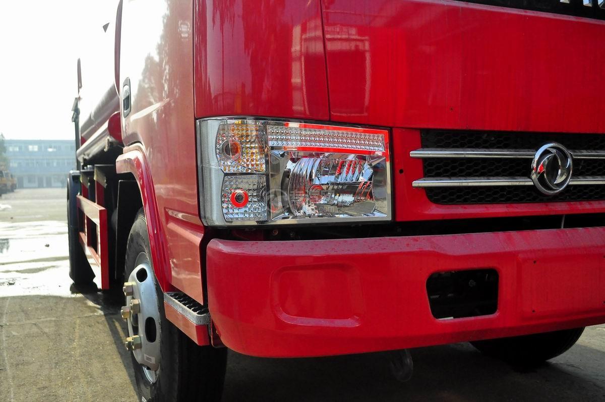 右灯图多利卡D6单桥水罐消防车