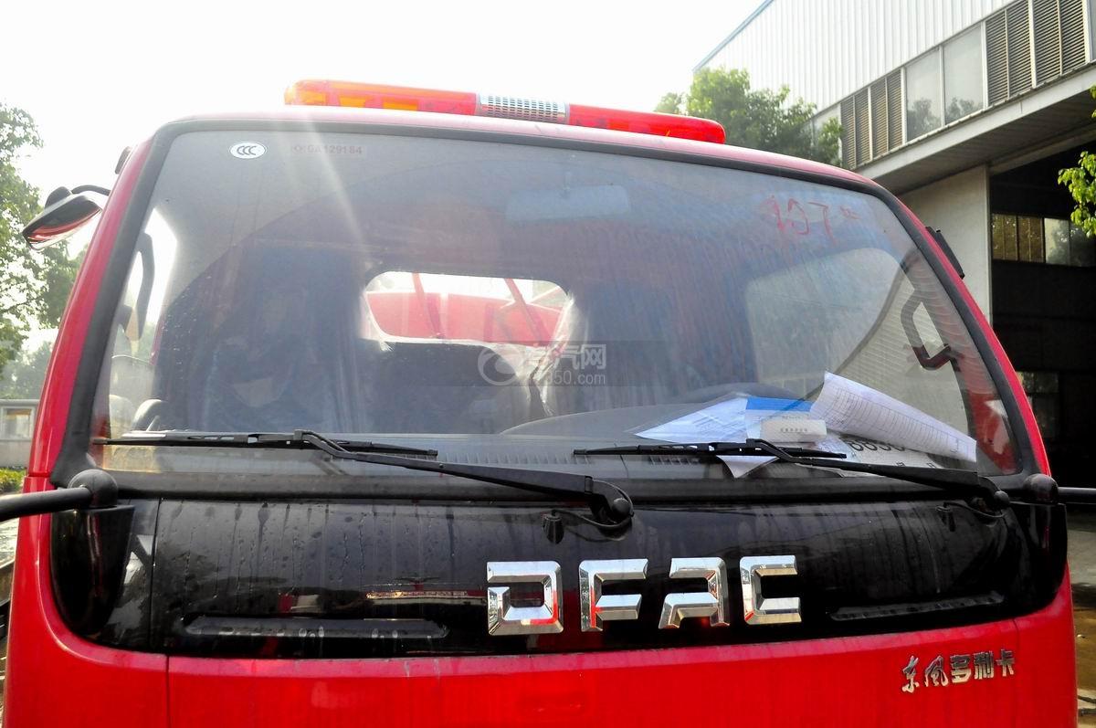 前玻璃图多利卡D6单桥水罐消防车