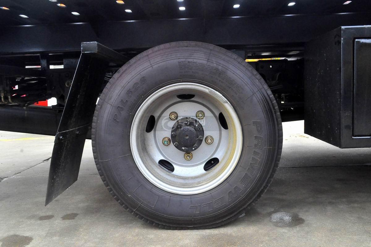 福田欧马可S3蓝牌一拖二清障车轮胎