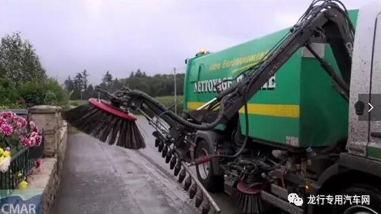 新型扫路车——扫刷收放自如扫路更灵活