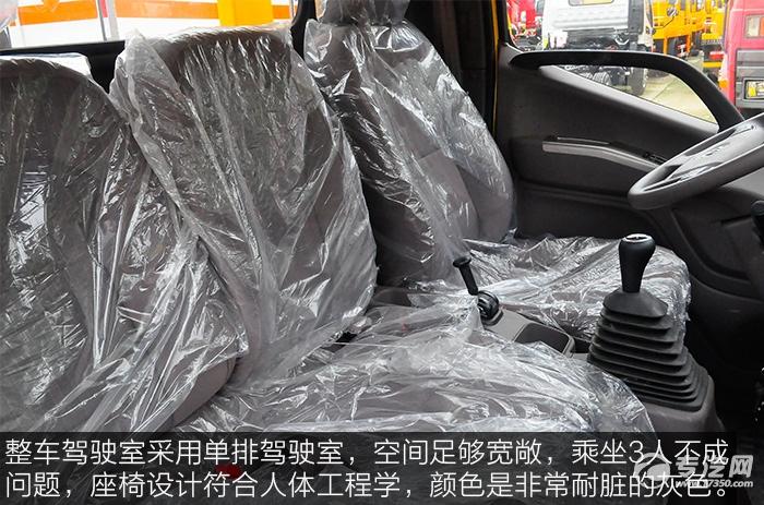 福田欧马可S3蓝牌一拖二清障车的驾驶室