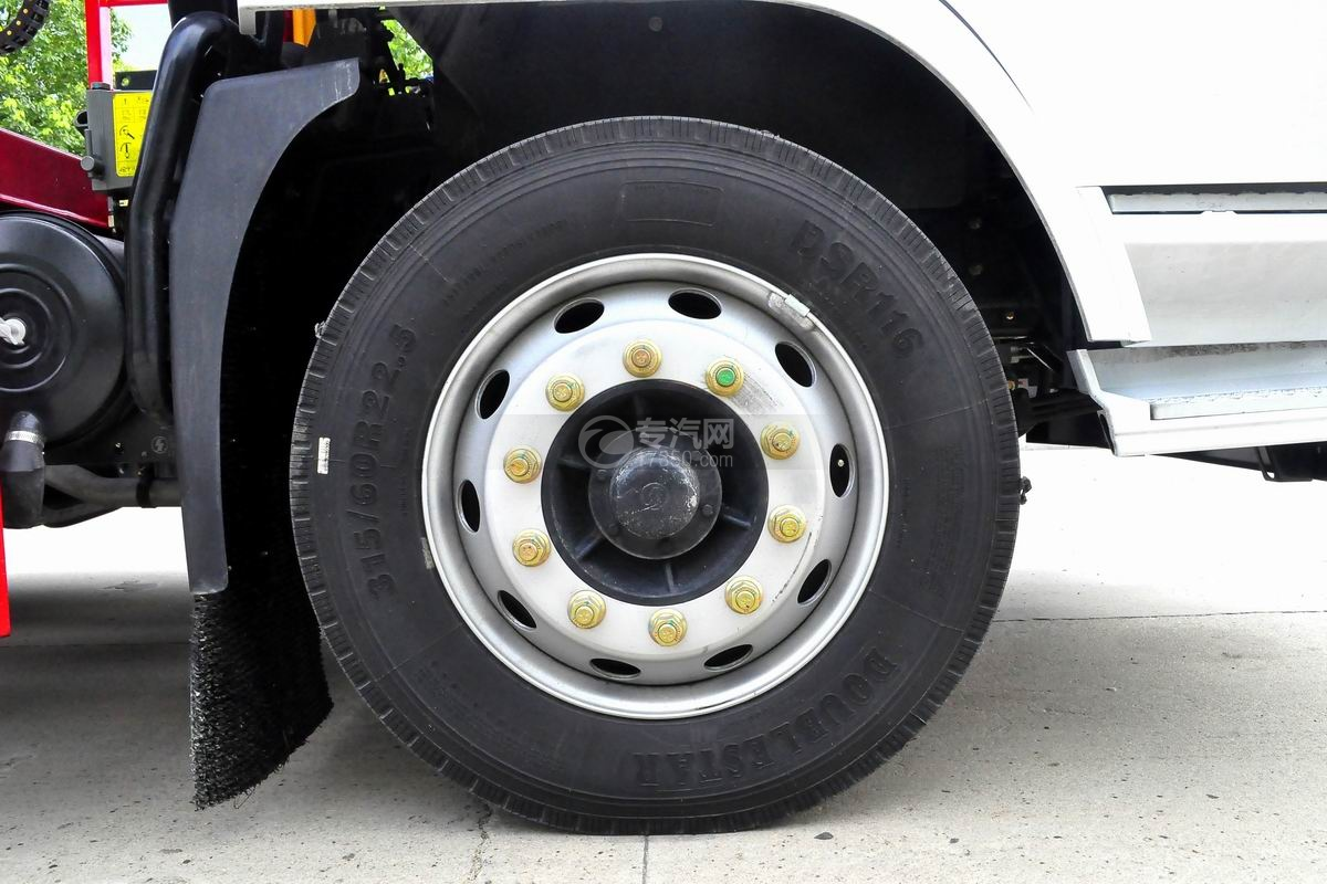 陕汽轩德X6单桥国五轿运车轮胎