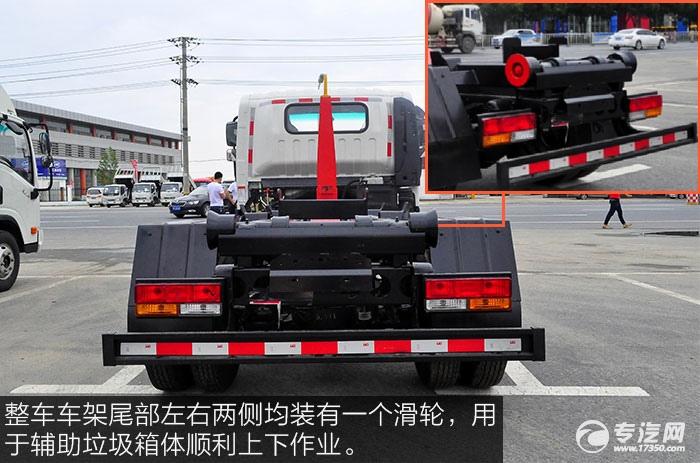 整车车架尾部左右两侧均装有一个滑轮