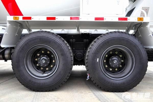 陕汽轩德X6前四后八搅拌车的轮胎
