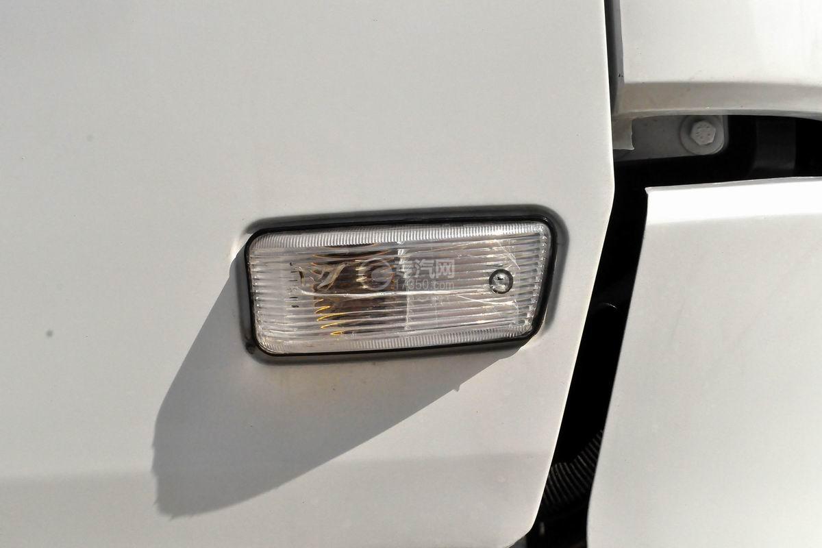陕汽轩德X6中置轴轿运车示廓灯