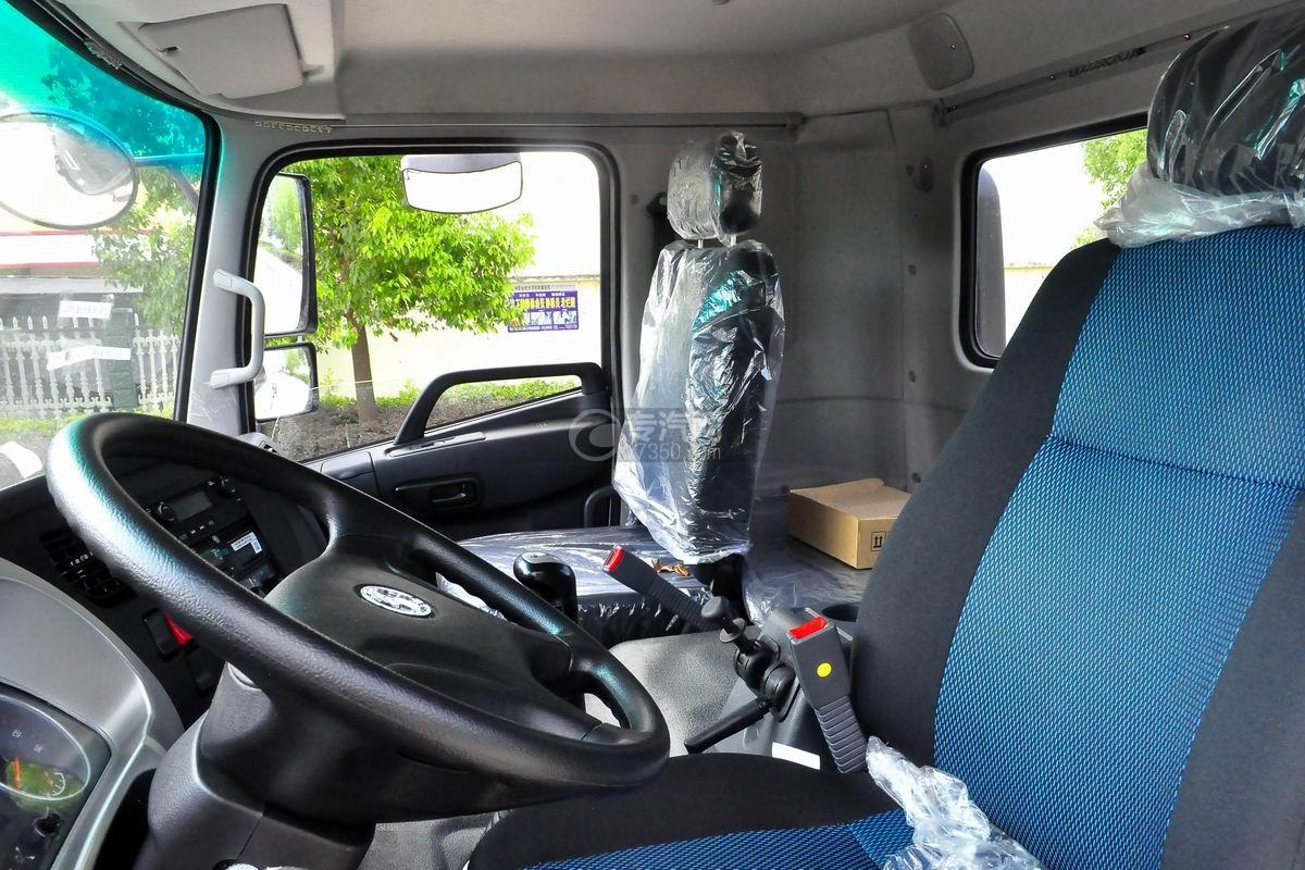 陕汽轩德X6中置轴轿运车驾驶室