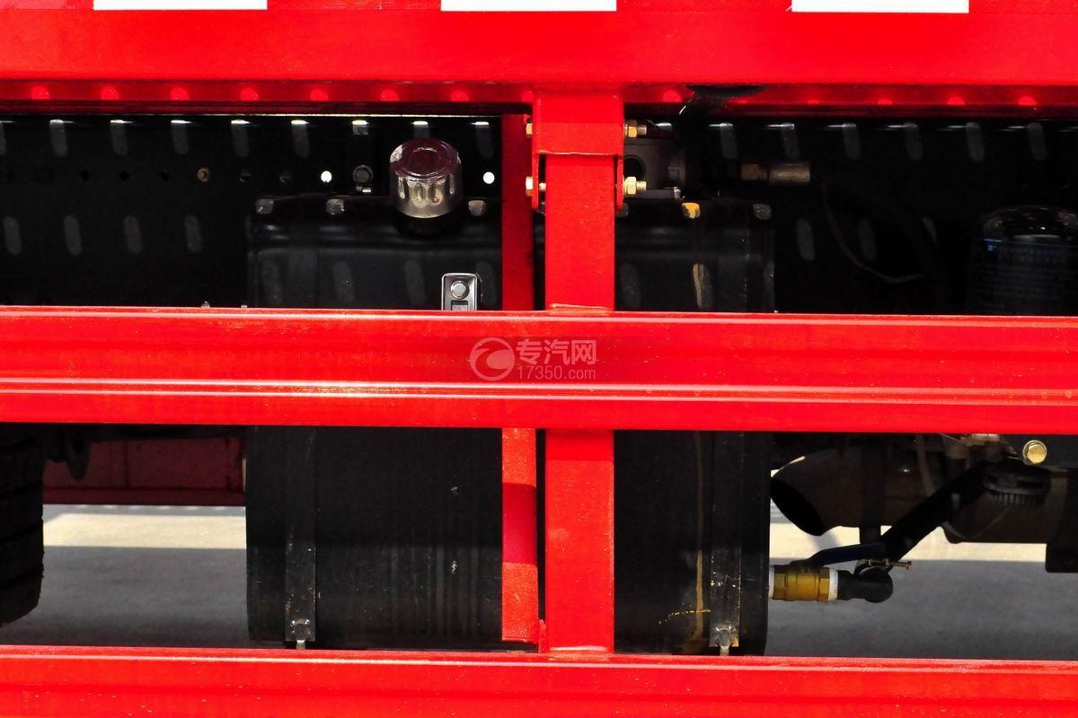 陕汽轩德X6中置轴轿运车液压油箱