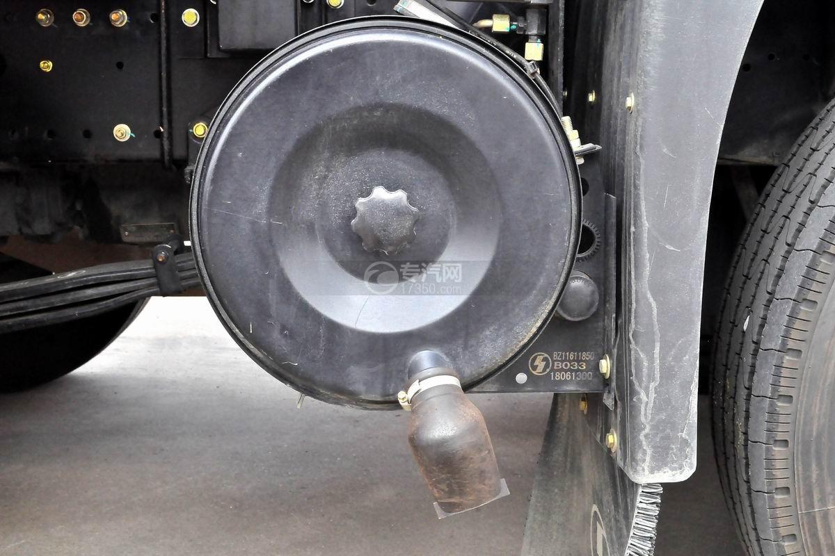陕汽轩德X6中置轴轿运车底盘细节