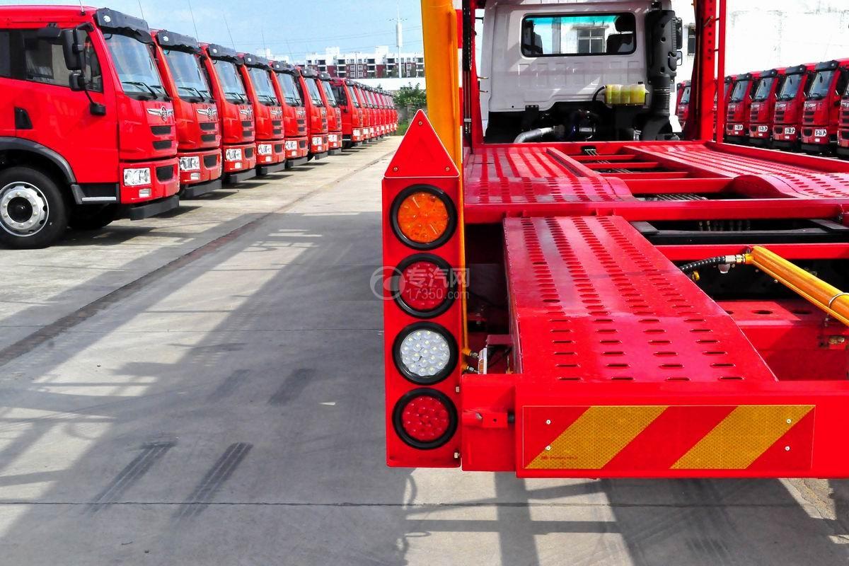 陕汽轩德X6中置轴轿运车尾部警示灯