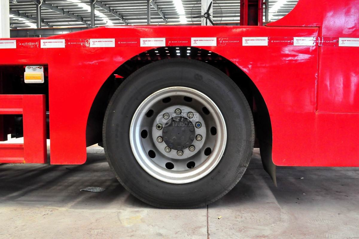 解放悍V小三轴带挂轿运车轮胎