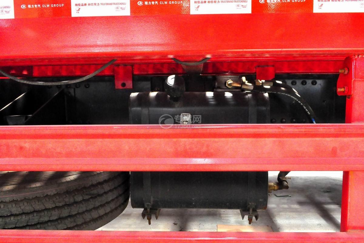 解放悍V小三轴带挂轿运车液压油箱