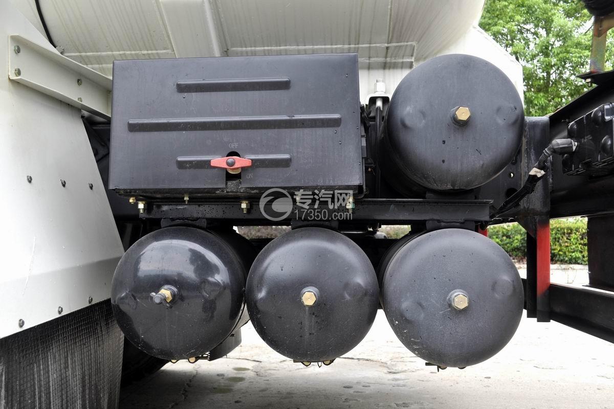 陕汽轩德X6前四后八粉粒物料运输车储气罐
