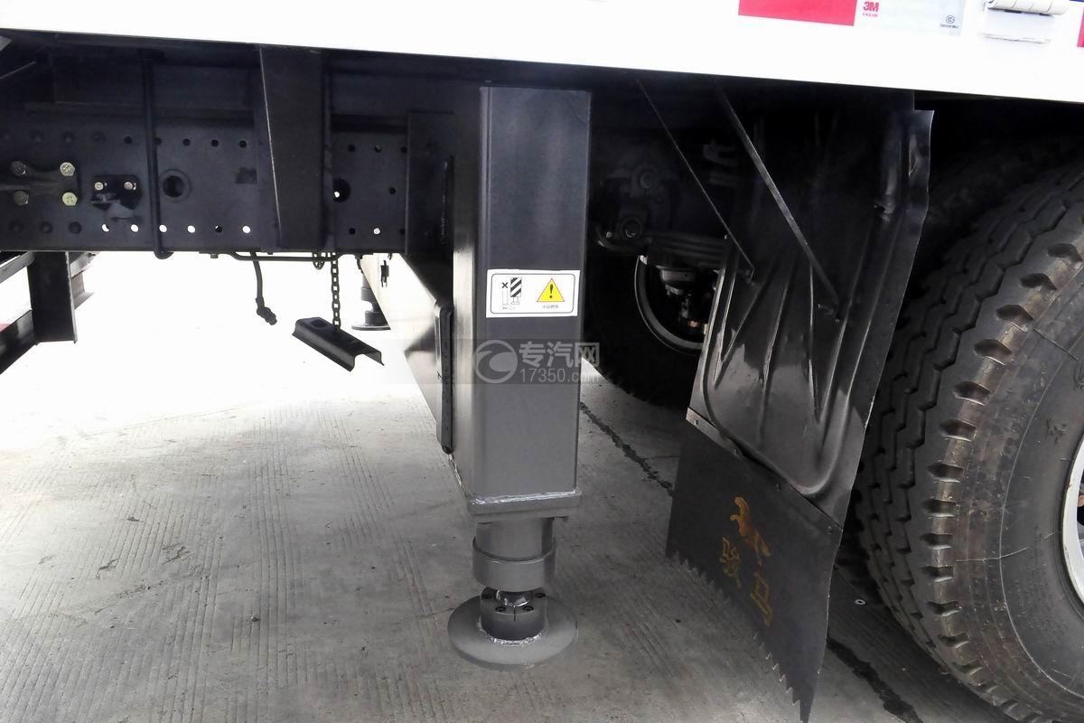 东风D913单桥徐工6.3吨直臂随车吊后液压支腿