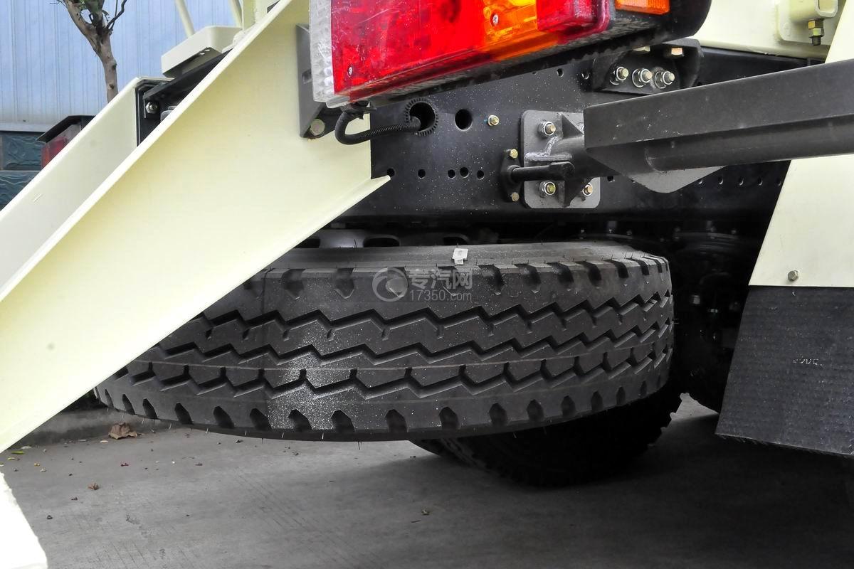 陜汽軒德X6前四后八12方攪拌車備胎