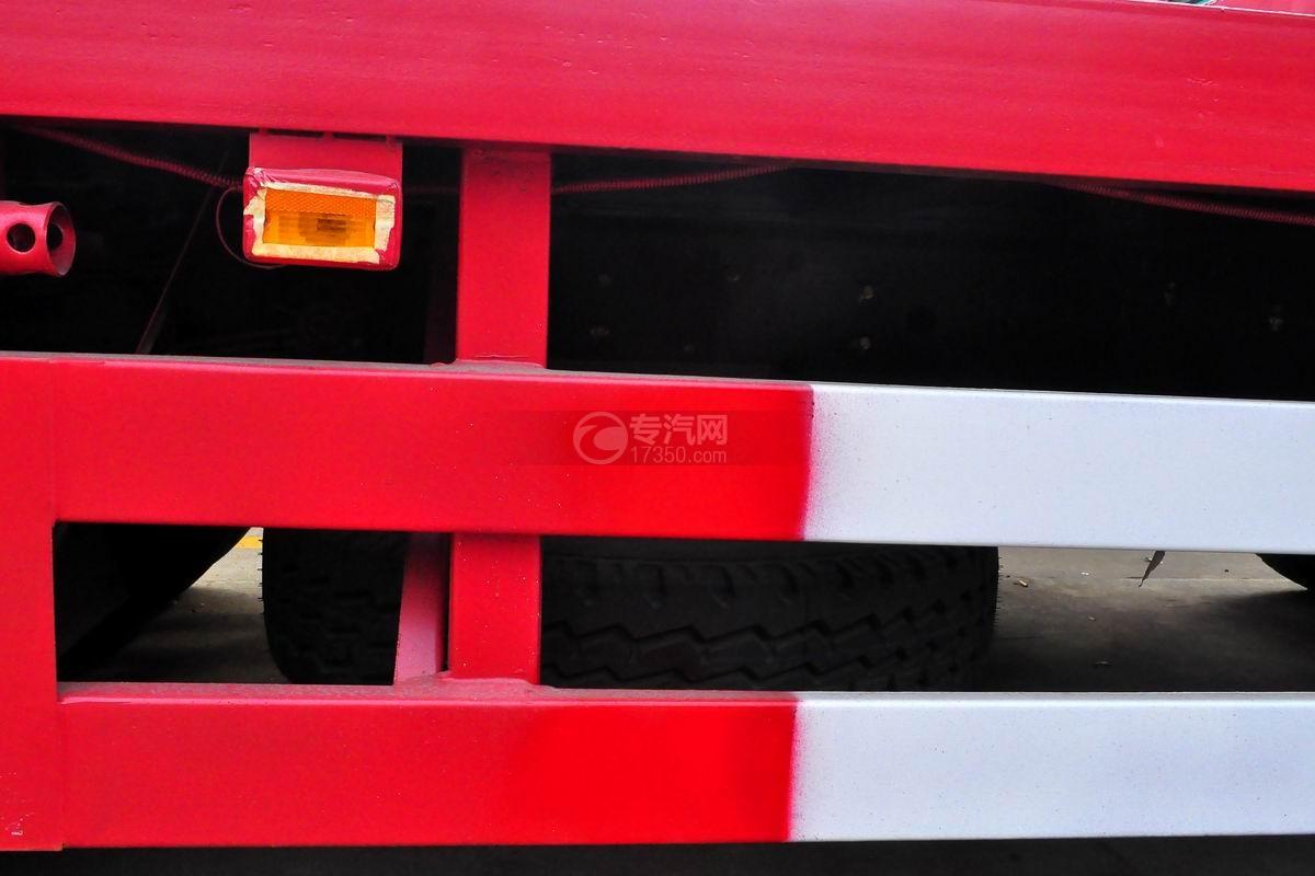 大运征途平板运输车备用胎