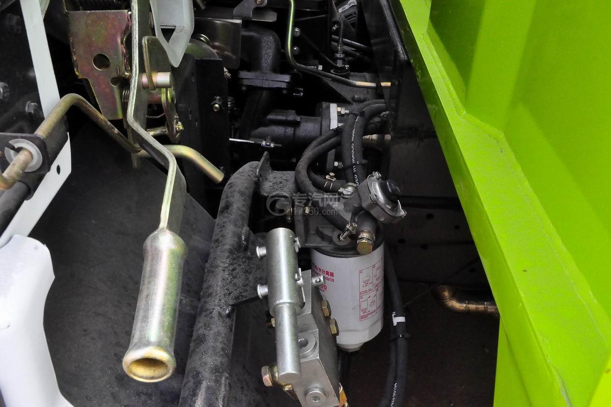 东风大多利卡吸尘车油水分离器
