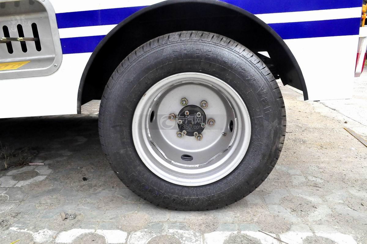 东风途逸拖吊联体清障车轮胎