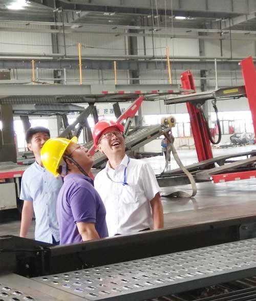 媒体记者参观长久专用车滁州生产车间