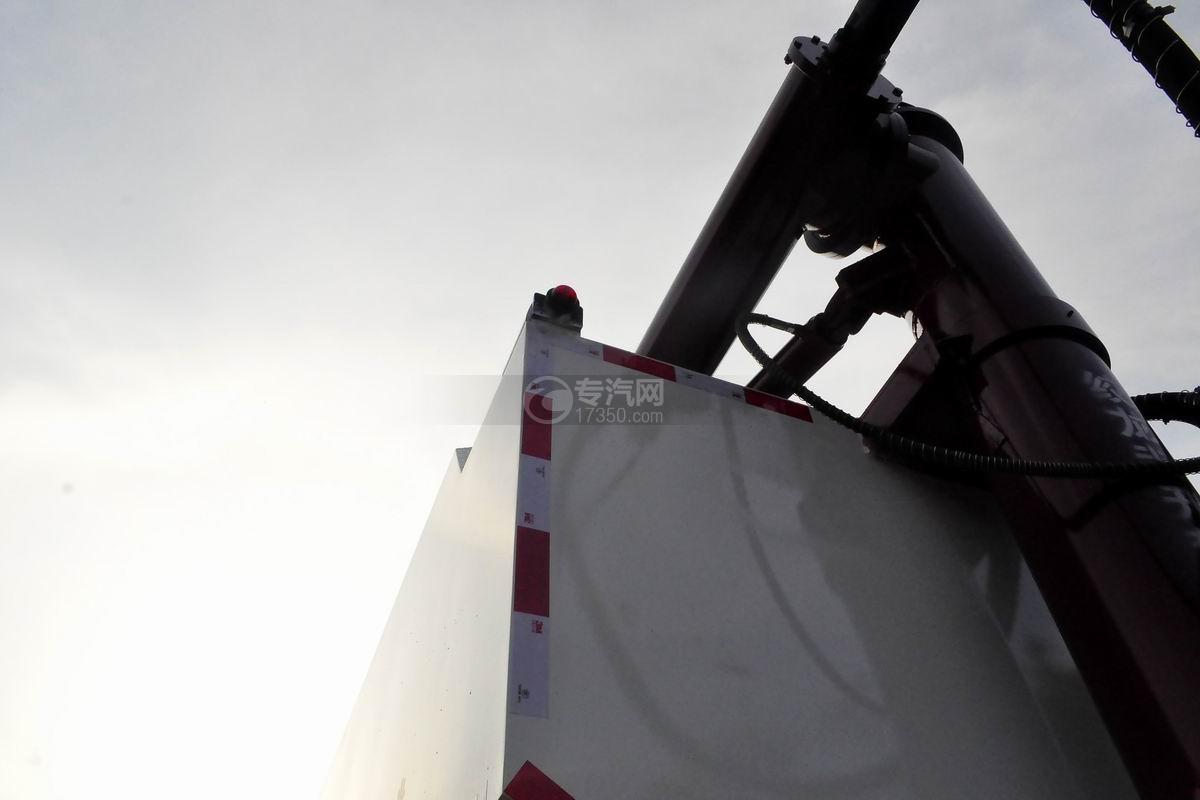 陕汽轩德X6小三轴散装饲料运输车卸料绞龙
