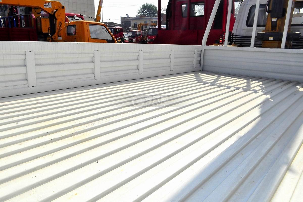 唐骏金刚588 3.2吨随车吊(白色驾驶室)货箱细节
