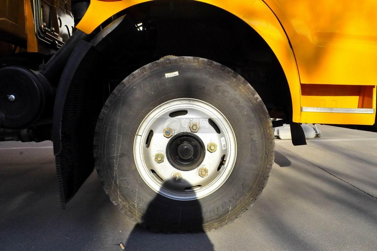 东风多利卡徐工3.2吨直臂随车吊轮胎