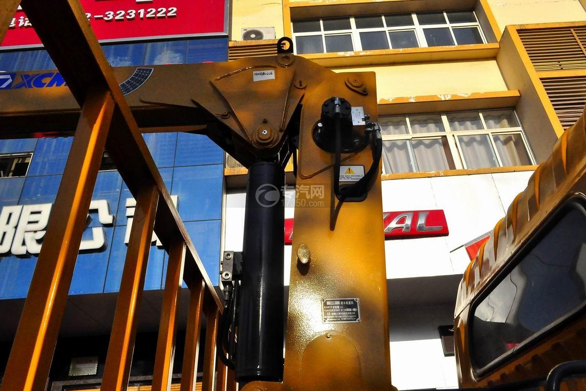 东风多利卡徐工3.2吨直臂随车吊吊机细节