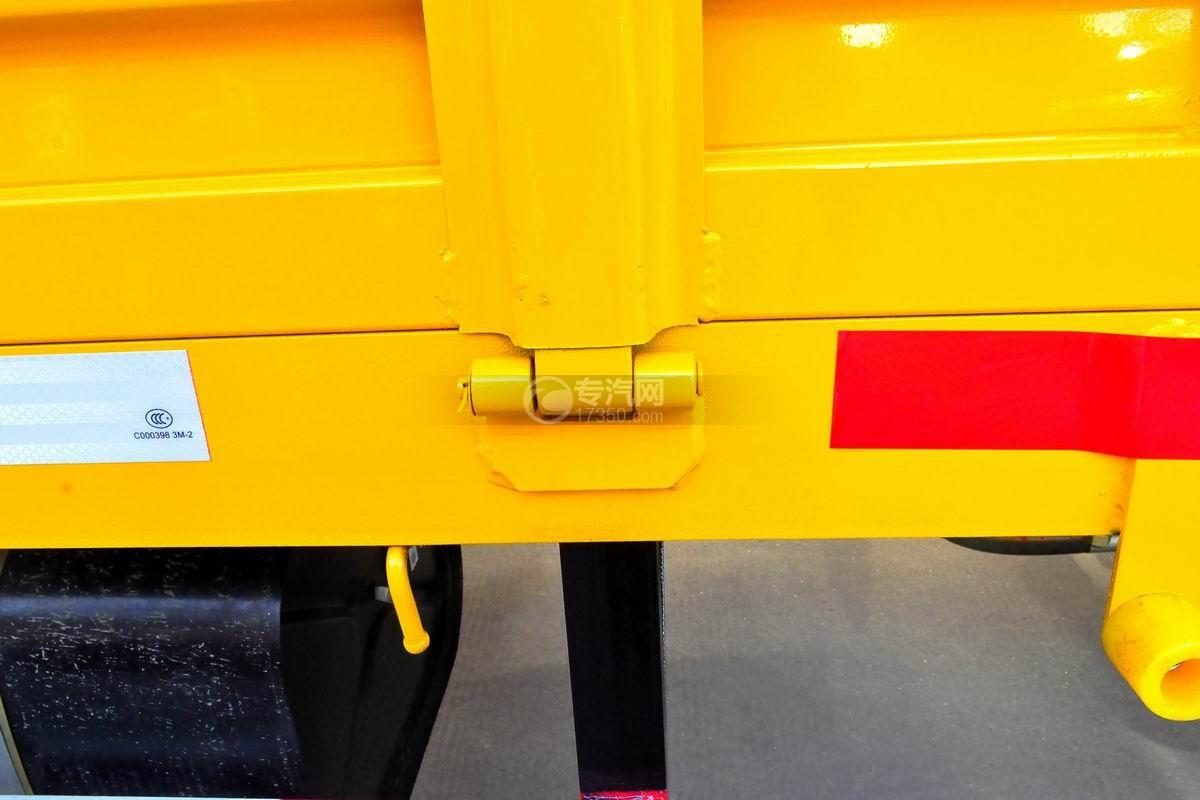 东风多利卡徐工3.2吨直臂随车吊货箱细节