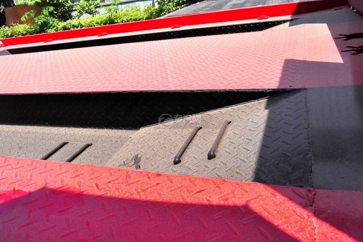 东风多利卡D6平板清障车细节